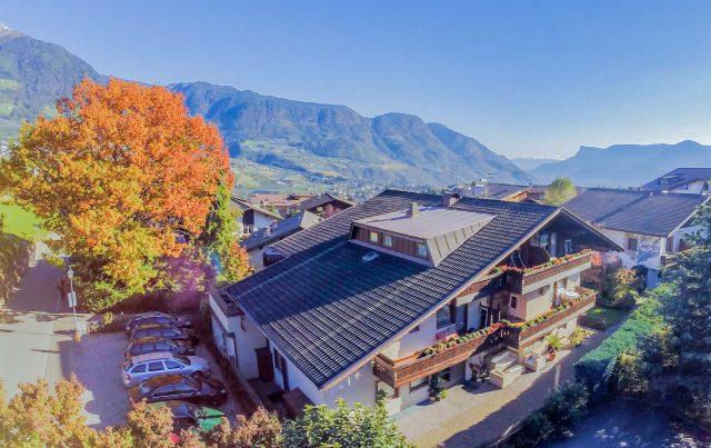 Vogelperspektive unserer Pensin Lafod in Dorf Tirol