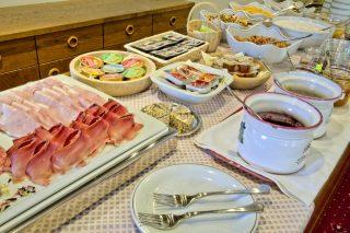 Frühstücksbuffet - Pension Lafod Dorf Tirol